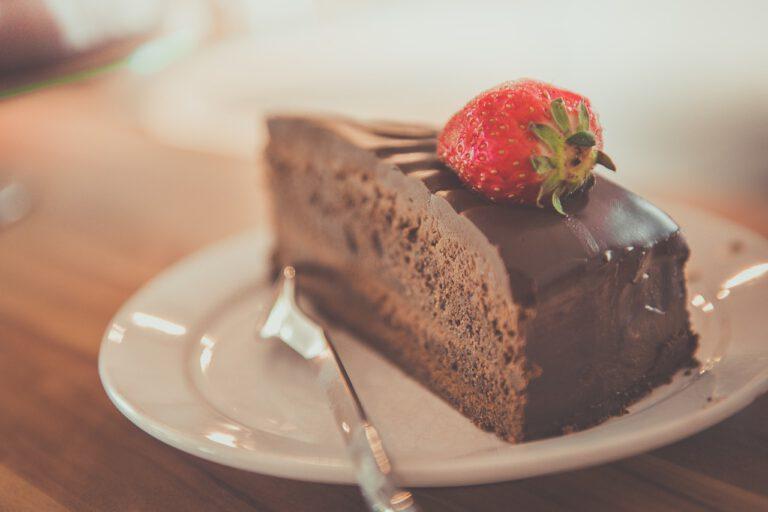 Čokoládový raw dort